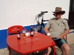 Stop in Selao onderweg van Monchique naar Aljezur. Een koele pint doet wonderen voor dorstige fietsers.