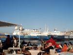 Ferries in Piraeus voor de cruises naar de eilanden