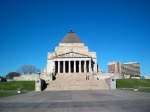 Shrine of Remembrance in Melbourne. Er gaan hier belangrijke plechtigheden door op ANZAC Day (25 april) en Remembrance Day (11 november).