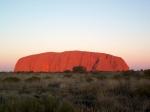 Uluru of Ayer's Rock is een reusachtige rotsformatie die ongeveer in het midden van Australië ligt. Voor de Aboriginals is Uluru een belangrijke religieuze plaats.
