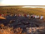 Wachten op de zonsondergang op de Nadab Lookout in Kakadu.