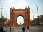 De Arc de Triomf is een rode bakstenen triomfboog in Neo-Moorse stijl. Het was destijds de hoofdingang van de Wereldtentoonstelling van 1888.