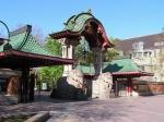 De Zoo Berlin is een van de oudste dierentuinen ter wereld. Op de foto de Elefantentor aan de Budapester Strasse.