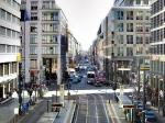 De Friedrichstraße is een andere belangrijke winkelstraat in het oostelijk deel van Berlijn. In het zuidelijke gedeelte bevond zich de grensovergang Checkpoint Charlie.
