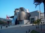 Het Guggenheim museum is geopend sinds 1997 en de kunstwerken variëren van moderne kunst (popart) tot werken van gerenommeerde artiesten als Picasso.