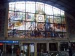 Het mooie glasraam in het Bando treinstation van Bilbao.
