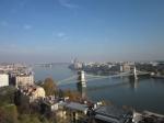 De Kettingbrug is 380 m lang en wordt door 2 torens gedragen. Ze werd gebouwd tussen 1839-1849 en was een technisch wonder voor die tijd.