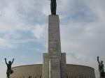 Het indrukwekkende Bevrijdingsmonument (14 m) herdenkt de bevrijding van Boedapest door het Russische leger in 1945. Erachter ligt de citadel.