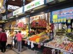 De centrale markthal (herbouwd in 1999) biedt een ruime keus aan groenten, fruit, vleeswaren en vis. Vooral de pittige kolbász salami is een lokale heerlijkheid :-)