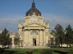 De populaire Széchenyi baden behoren tot de diepste en heetste van Boedapest. Het mineraalrijke water wordt geneeskundige krachten toegeschreven.
