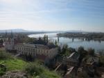 Het aartsbisschoppelijk paleis van Esztergom huisvest nu het christelijk museum. Via de brug over de Donau kom je in Slovakije terecht.