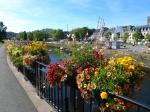 Bloemenpracht langs de oever van de Léguer rivier in Lannion