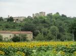 """Op heden is het kasteel van Lagarde (11de - 12de eeuw), ook genoemd """"le Petit Versailles"""" grotendeels vervallen en worden instandhoudings- en restauratiewerkzaamheden uitgevoerd."""