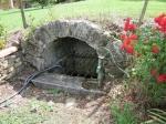 """De gemeentelijke bron in Roumengoux tijdens de wandeling """"Circuit des Fontaines"""""""