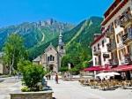 Chamonix is vanwege een aantal natuurgebieden een enorme toeristische trekpleister. Uiteraard is het ook gekend voor de wintersporten.