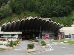 De Mont Blanc tunnel (11,6 km) loopt onder de Mont Blanc van de Franse plaats Chamonix naar het Franstalige dorp Courmayeur in de Italiaanse regio Valle d'Aosta.