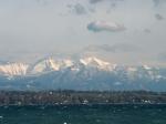 Het meer van Genève heeft een oppervlakte van 584 km². Het wordt gevoed door de Rhône, die het meer in het zuidoosten bereikt en in het zuidwesten bij Genève weer verlaat.