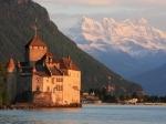 Het kasteel van Chillon is één van de best bewaarde middeleeuwse kastelen van Europa. Het is strategisch gelegen tussen het meer van Genève en de steile rotsen.