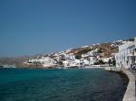 Mikonos, met zijn felle lichtcontrasten, bezit die plastische schoonheid die zo karakteristiek is voor alle Cycladen. De belangrijkste stad en haven is Mikonos-Stad.