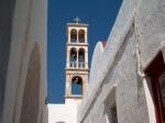 Bezienswaardig is ook het 7,5 km landinwaarts gelegen dorpje Áno Méra, waarvan de fraaie toren van het 16e-eeuwse Tourlianí-klooster zeker in het oog springt.