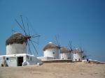 Op de heuvel Kato Mili boven Mykonos-stad staan nog verschillende authentieke windmolens.