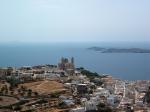 """De indrukwekkende """"San Giori"""" kathedraal ligt op de heuvel van Ano Syros, vanwaar men een prachtig uitzicht heeft."""