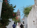 Lefkes (Paros) is nog zo'n pittoresk dorpje met smalle straatjes, witte huisjes en veel kleurige bloemen.