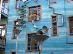 De Kunsthofpassage is een reeks binnenplaatsen die in grote kunstwerken zijn veranderd. Het meest spectaculair is de Hof des Wassers met een ingewikkelde constructie van regenpijpen waardoor op gezette tijden water naar beneden stroomt met speciale effecten.