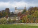 Het Albrechtsberg slot werd gebouwd voor prins Albrecht van Pruisen. Doordat hij trouwde met 'maar' een generaalsdochter werd hij verbannen uit Pruisen en liet hij hier een optrekje bouwen voor hem en zijn geliefde.