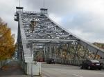 De 'Blauwe Wonder' brug is de enige brug die WO II heeft overleefd. Dit dank zij de inwoners die met gevaar voor eigen leven de pogingen van de Wehrmacht om de brug op te blazen saboteerden.