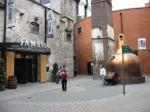 Er wordt geen whiskey meer gemaakt in de Old Jameson Distillery, maar bezoekers krijgen er uitleg over het brouwproces. Nadien wordt er geproefd in de Jameson Bar.