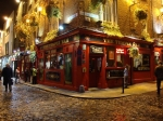 Temple Bar is bekend om zijn culturele activiteiten en uitgaansleven. De buurt heeft zijn middeleeuwse stratenpatroon en klinkers behouden.
