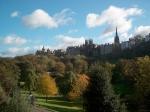 Princes Street Gardens zijn genoemd naar de aangrenzende Princes Street en liggen tussen de oude en de nieuwe stad, aan de voet van Edinburgh Castle.