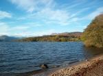 In het meer bevinden zich vele eilandjes. Het vormt het centrum van het nationale park Loch Lomond and the Trossachs National Park.