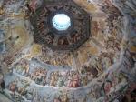 Aan de binnenzijde van de koepel is het enorme fresco van het Laatste Oordeel. Het is gemaakt door Giorgio Vasari en voltooid door Federico Zuccari in 1579.