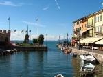 Het haventje van Lazise. Onder de Venetiaanse heerschappij was de plaats een belangrijk handelscentrum.
