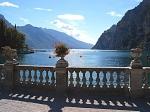 Dankzij de beschutte ligging kent Riva del Garda een mild klimaat waarin olijfbomen, palmbomen en prachtige bloemen goed gedijen.