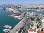 Piraeus is de grootste haven in Europa en de derde grootste in de wereld met betrekking tot passagiersvervoer (19 miljoen passagiers per jaar).