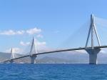 De Charilaos Trikoupisbrug bij Patras is de langste tuibrug ter wereld. Deze brug verbindt de Peloponnesos met het vasteland.