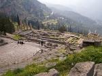 Delphi was in de klassieke oudheid een der beroemdste cultusplaatsen van de god Apollon en het meest bezochte en gerespecteerde orakel van de gehele oudheid. Later werd hier ook de god Dionysos vereerd.