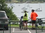 Onze Mechelse fietsvrienden Hilde en Louis aan de baai van Schull.