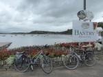 De baai van Bantry. Op Whiddy Island is een grote olie terminal.