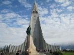 De Hallgrimskerk (Reykjavik) is met zijn 73 m de grootste kerk van IJsland.