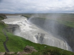 Als de zon op het stuifwater schijnt ontstaan prachtige regenbogen, vandaar zijn naam : Gullfoss of Gouden waterval.