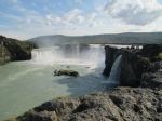 Goðafoss of de waterval van de Goden. Hier werden bij het invoeren van het christendom de heidense afgodsbeelden in de rivier gegooid.