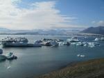 Jökulsárlón is het bekendste en grootste gletsjermeer van IJsland, ten zuiden van de Vatnajökullgletsjer. We maken er een onvergetelijke boottocht tussen de ijsbergen.
