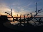 Een prachtige zonsondergang aan het kunstwerk Solar Voyager (Reykjavik), een eerbetoon aan de reizen van de Vikingen. (c) Nicole De Greef