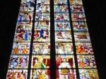Glas-in-lood ramen uit de 14de eeuw van de Dom kathedraal.