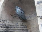 Aan de zijkant van de Eigelstein stadspoort vind je deze herinnering aan het zinken van de kruiser Coln tijdens WO I.