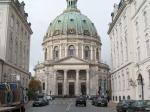 Frederik's kerk (ook gekend als de marmeren kerk) ligt vlakbij Amalienborg.